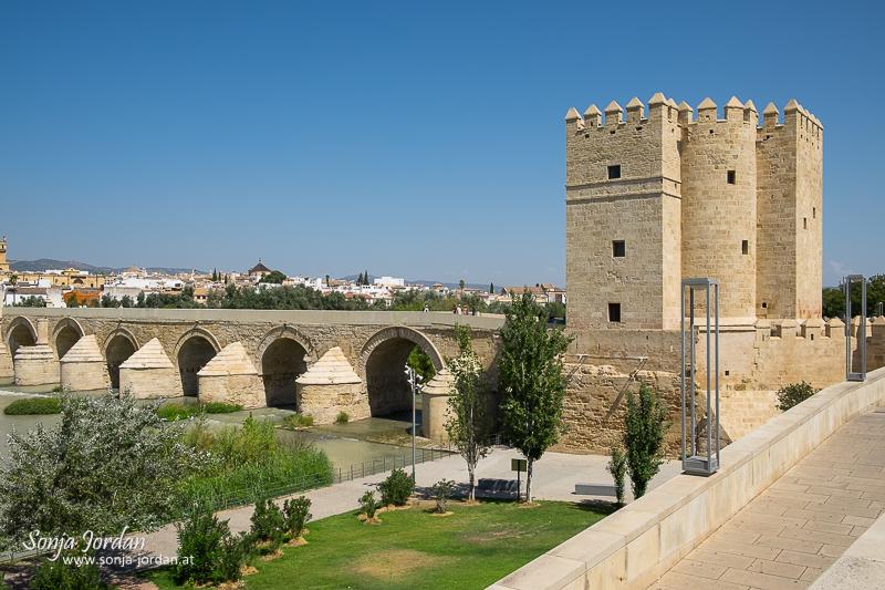 Torre de la Calahorra, Puente Romano, Rio Guadalquivir, Cordoba, Andalusia, Spain