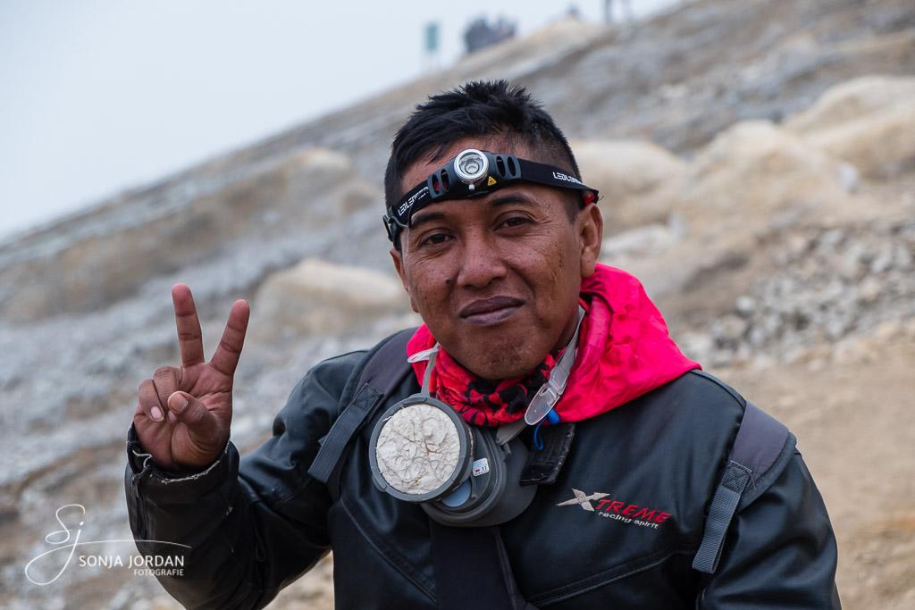 Unser Bergführer, ein ehemaliger Schwefelarbeiter.