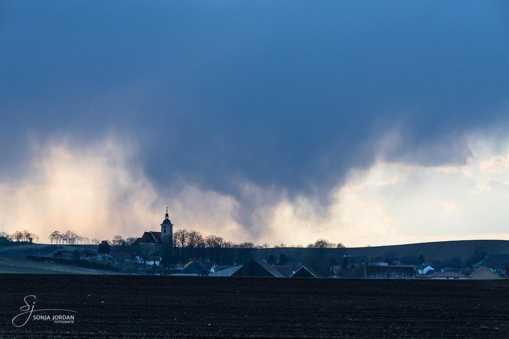 (Wetter)umschwung - aufziehende dunkle Wolken