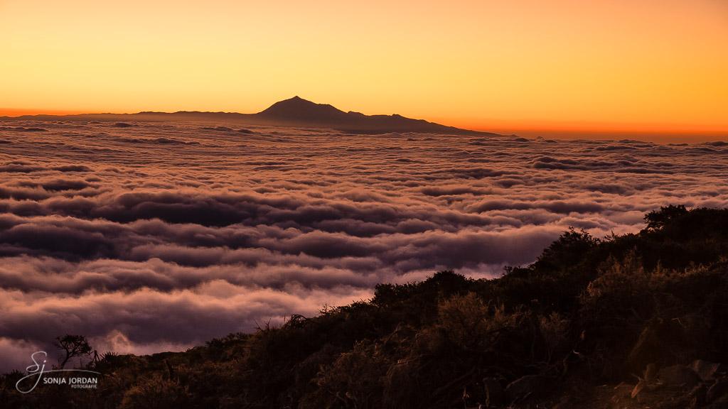 Blick auf die Nachbarinsel Teneriffa mit dem Teide