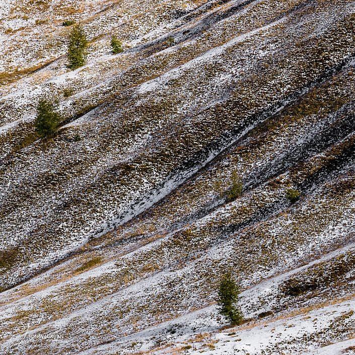 Der erste Schnee in den Bergen