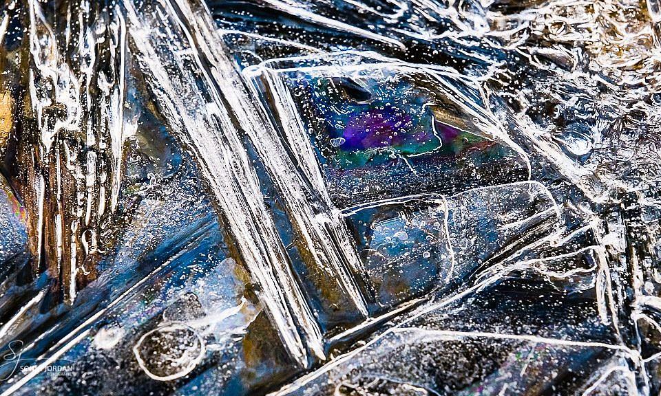 Bunte Farben im Eis