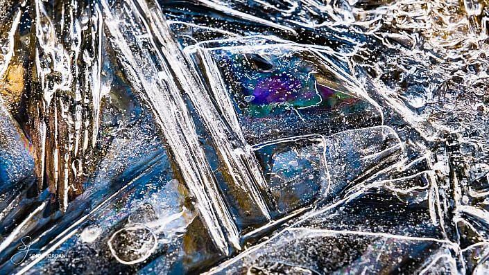 Formen und Strukturen aus Eis